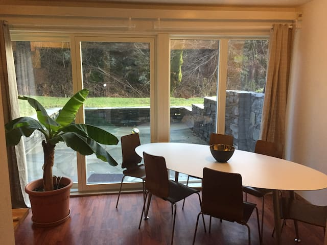 Souterrain apartment Bergen-Paradis for families