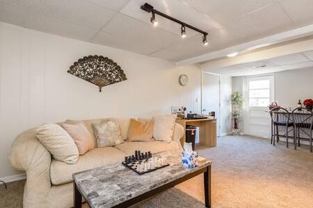 Freshly Remodeled Hideaway Suite near IHOPKC HW71