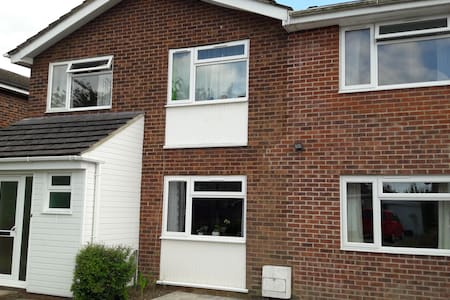 Double bedroom in modern 5 bed detached house - Tangmere