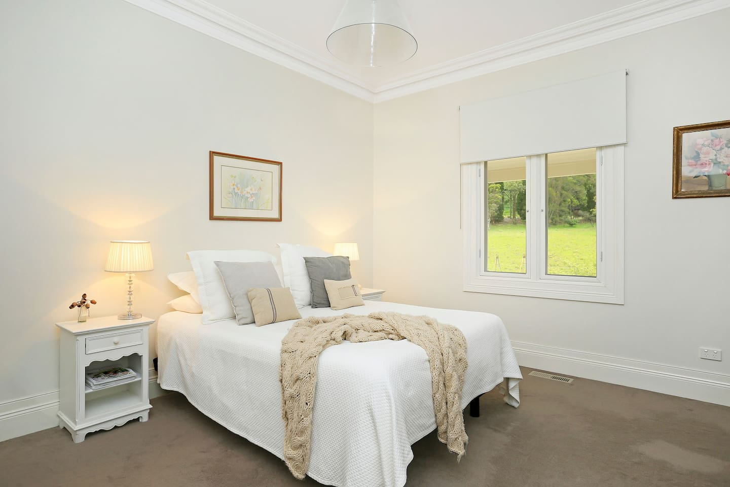 Your beautiful private room in the Highlands including your own TV and ensuite