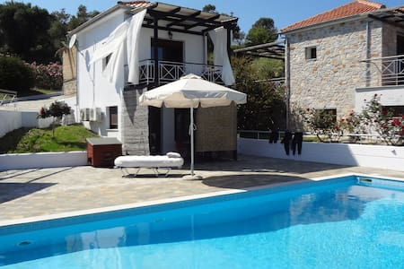 Cosy House with pool - Skiathos - Rumah
