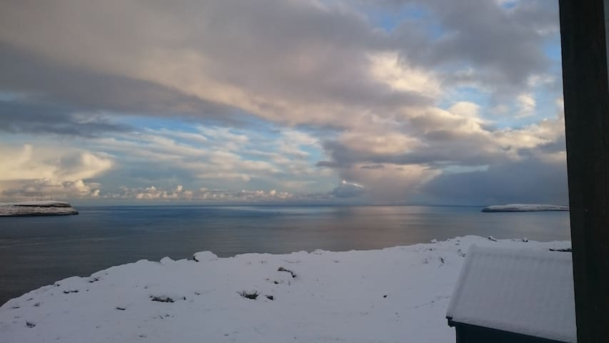 Private room with a fantastic view. - Hoyvík - Townhouse