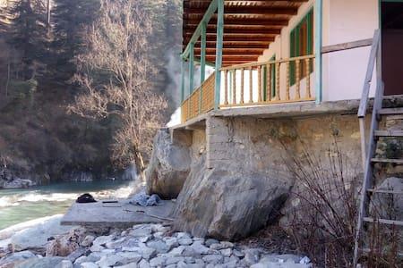 Parvati River Cottage Baladi - Kasol - Luontohotelli