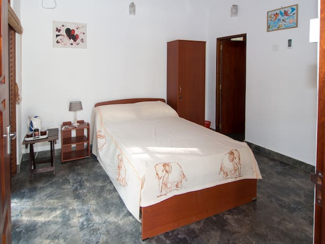 Resort Like No Other, airport hotel budget room - Gampaha - Hotel boutique