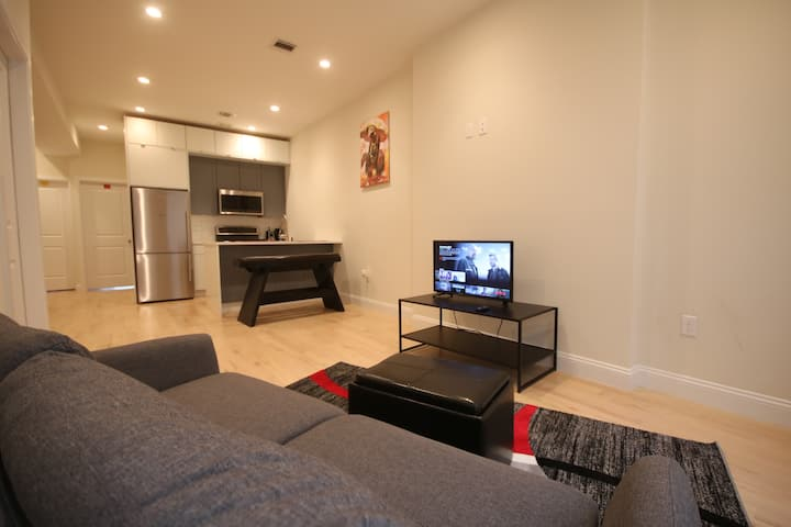 Master bedroom in large apt minutes from Manhattan