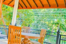 Private residence/walking distance to lake (27P)