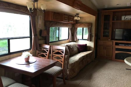 Luxurious Spacious 5th Wheel - your comfy oasis