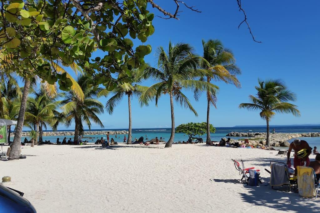 Guadeloupe Sainte-anne -la plage du centre ville