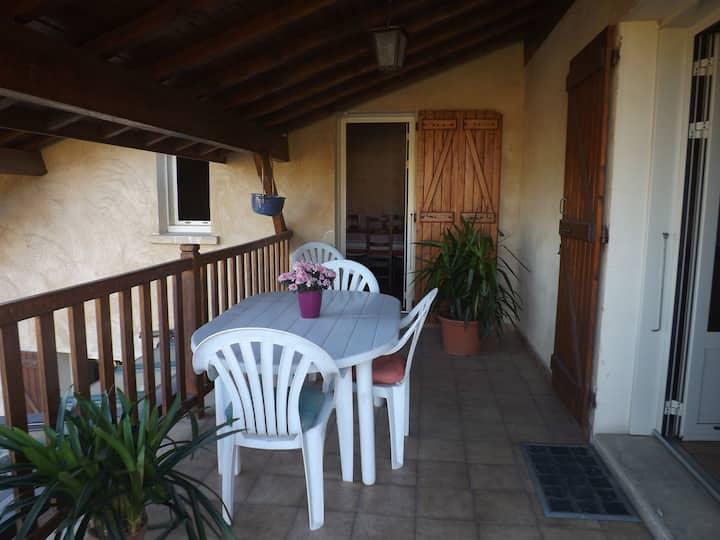 Logement indépendant à l'étage d'une villa