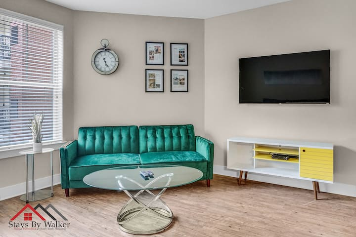 $2500/Month Studio | KingBed~HighEnd Area~Pool~Gym