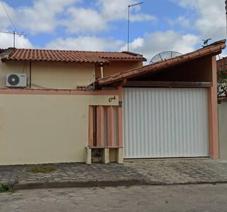 Casa bem localizada, próximo a prefeitura e PM
