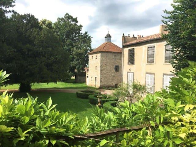 Le Grand Enclos: chambre E 3p.(poss6) proche Vichy - Effiat - Gjestehus