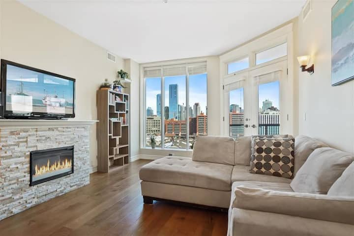 Luxury 2bedroom downtown condo