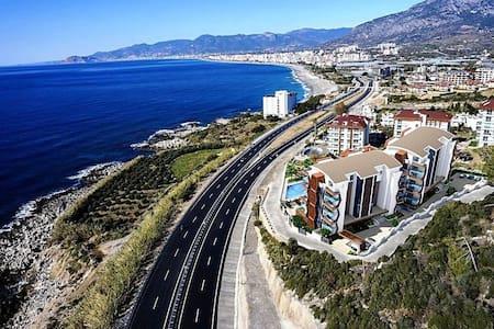 Апартаменты 1+1 с видом на море и горы Алания - Mahmutlar Belediyesi - Huoneisto