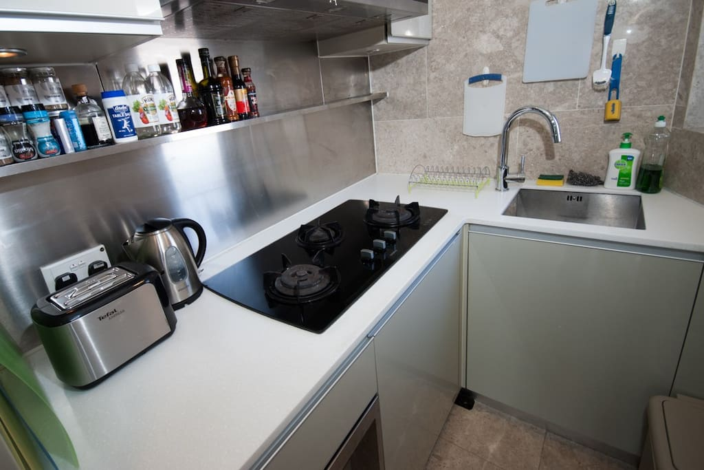 3 gas hobs, Toaster, Kettle, Rice Cooker and Sandwich press