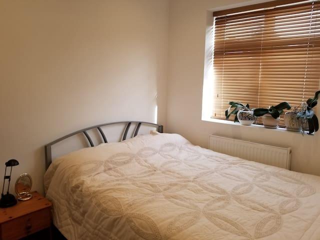West London (Ruislip) Small double bedroom