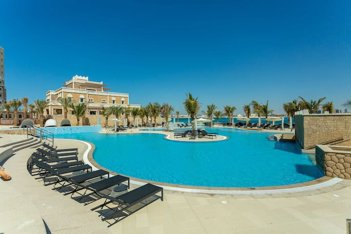 Luxury 2 bedroom for 7 guests On Palm Jumeirah!!