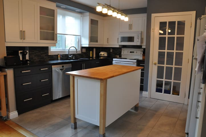 Maison familiale avec cour privée +rabais mensuel+ - Montreal - Casa