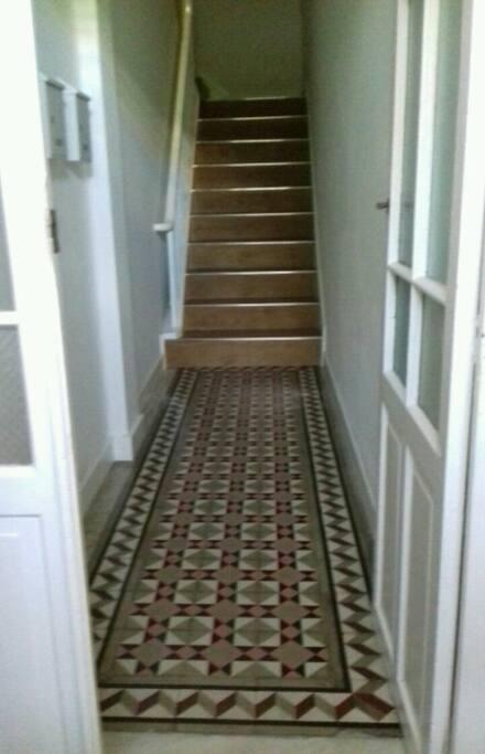 Portal y escalera