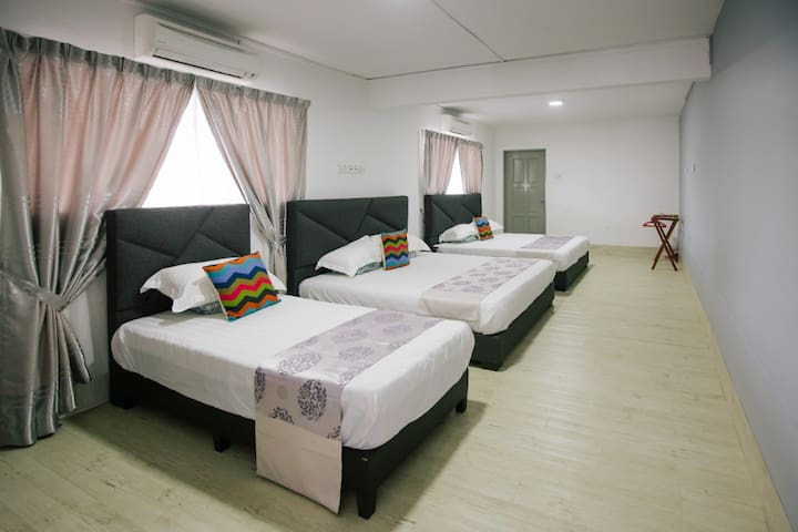 Melody Villa (Room A) Family Suite , MUAR
