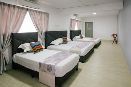 Melody Villa (Room A) Family Suite , MUAR