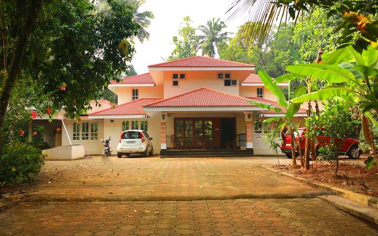 Chirakadavil House in the middle of Kerala :)
