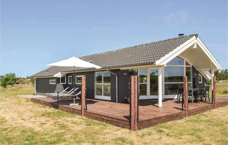 Holiday cottage with 3 bedrooms on 91m² in Jerup