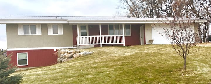 Main Level Rambler (duplex) 25 mins from Mankato