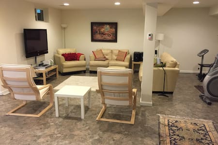 Bedroom in fully furnished basement - Gainesville - House