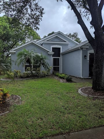 Entire house 4/2 with a large backyard