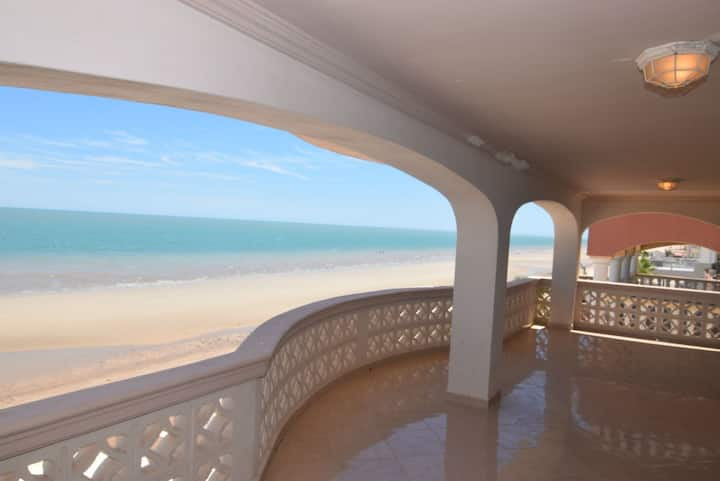 Amazing Beachfront Condo - Palmas 2