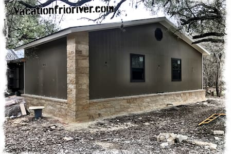 Tomahawk Guest Lodge On The Bank of The Frio River - Concan - 独立屋