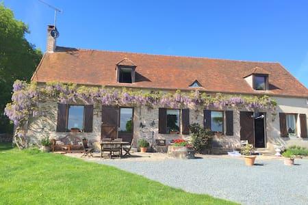 Luxe Kamer met ontbijt en zwembad - Boussac