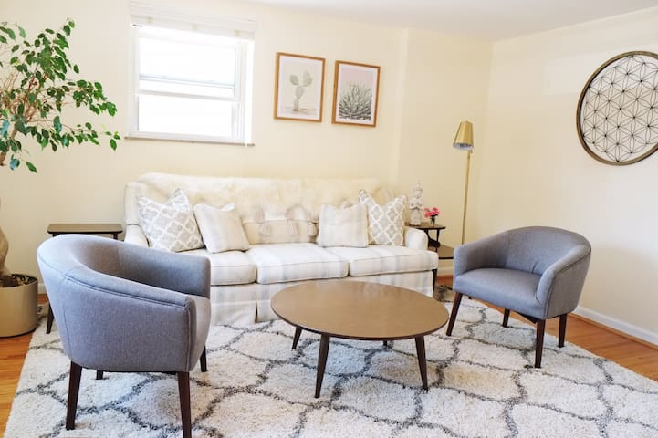 One Bedroom Apt in Historic, Downtown Milford