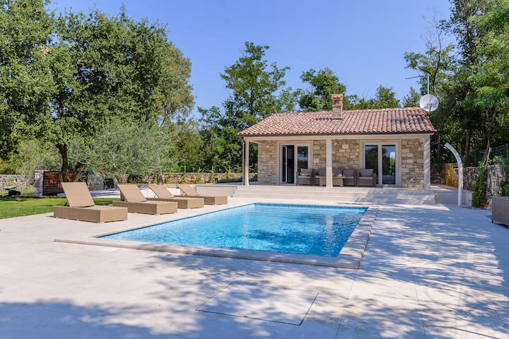 Peaceful Holiday house with pool in Rovinj