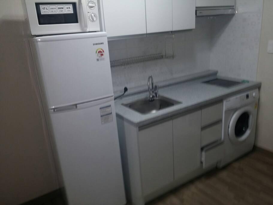 キッチン(食器、カトラリー、鍋)、冷蔵庫、洗濯機、テレビ、インターネット無線LAN....フルオプション