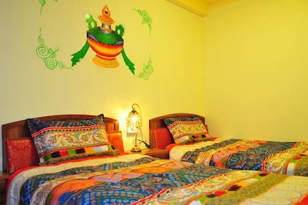 藏式独栋别墅,位于八廓街大昭寺边缘,闹中取静,藏式双床标间带窗带独卫 - 拉萨 - Vila