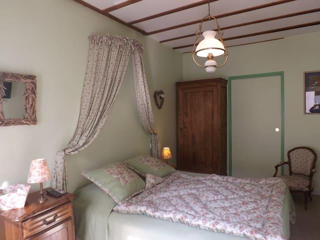 Jolie chambre en Touraine - Sainte-Maure-de-Touraine - Bed & Breakfast