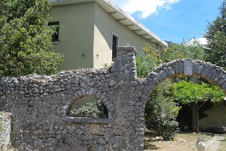 Vacation Rental House with Garden in Abruzzo - Civita D'antino - Hus