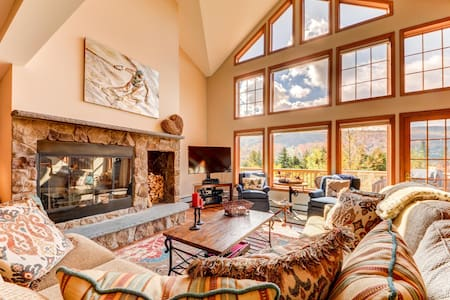 SH4: Luxurious StoneHill Townhome with magnificent ski slopes view, hot tub, and lots of space! Professionally managed and minutes from Santa's Village, StoryLand, skiing, hiking, and much more!  PROFESSIONALLY CLEANED!