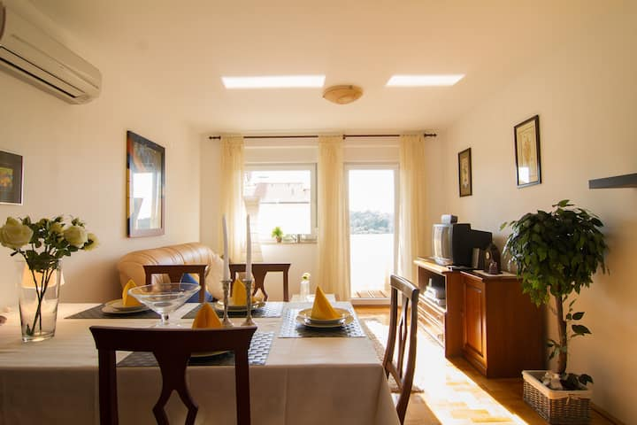 Cosy&nice apt. Daniela(150m from the port)2+1pers.