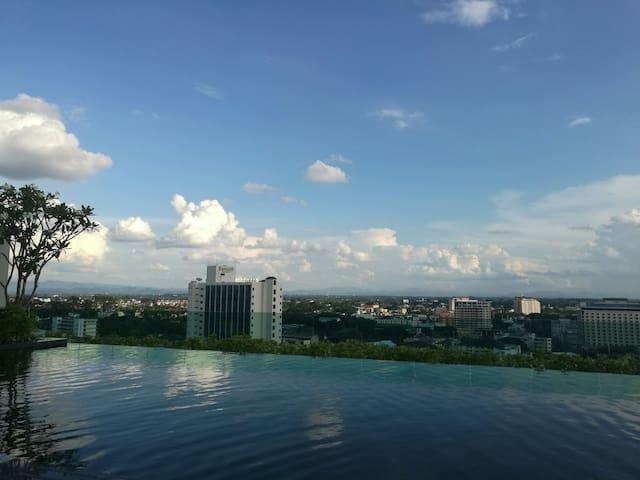 美丽景观的无边际泳池