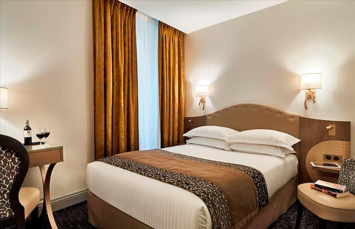 Stay in a Standard Room - Hotel Bayonne Etche-Ona