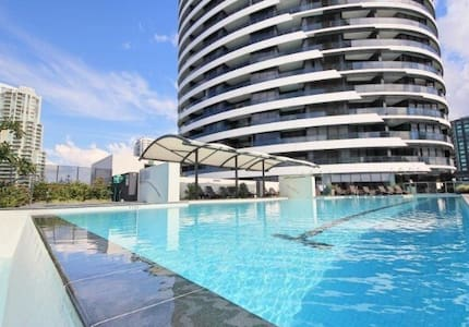 2 Bedroom Ocean View Apartment in Broadbeach - Broadbeach