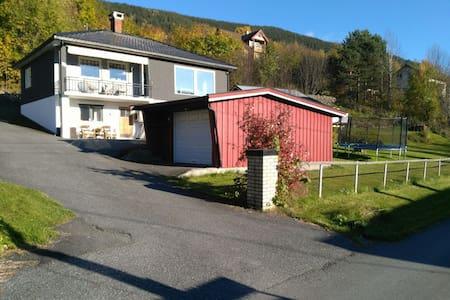 Familiehus i stille omgivelser - Nord-Aurdal - Hus