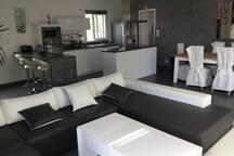 Espace salon salle à manger et cuisine