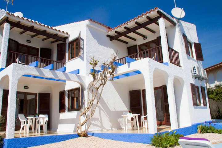 APARTAMENTOS BLUEBEACH 1