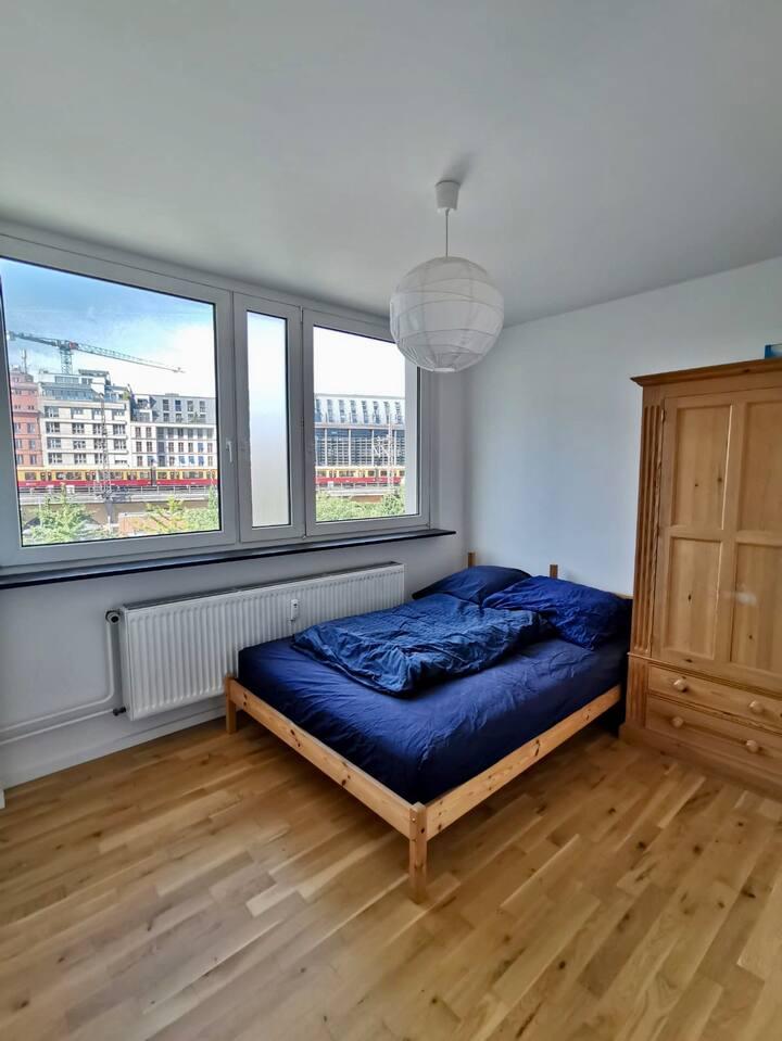 Sehr zentrales schönes Zimmer in moderner Wohnung