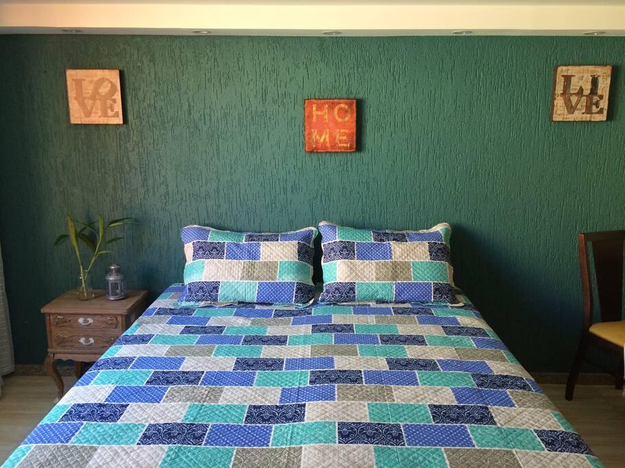 Opção cama casal extra king com molas (juntando 2 camas de solteiro)