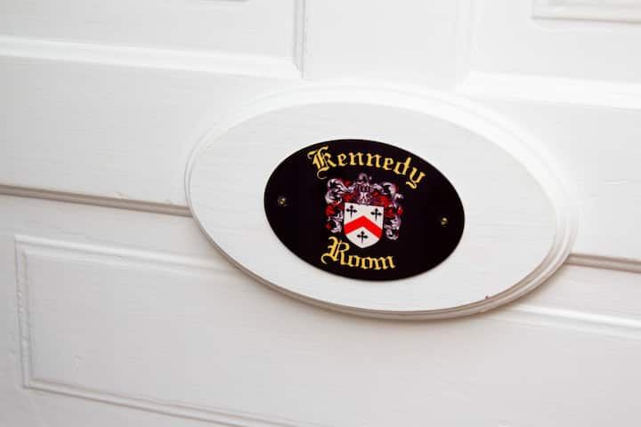 Kennedy Room: King bedroom with all the amenities